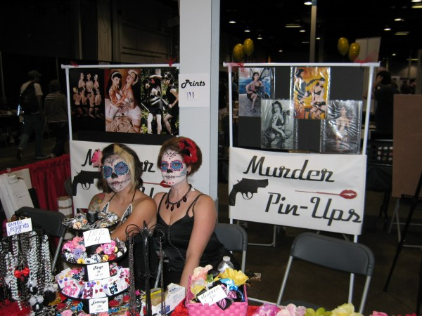 Muder Pinups 600x450 2011 Chicago Comic Con Photos